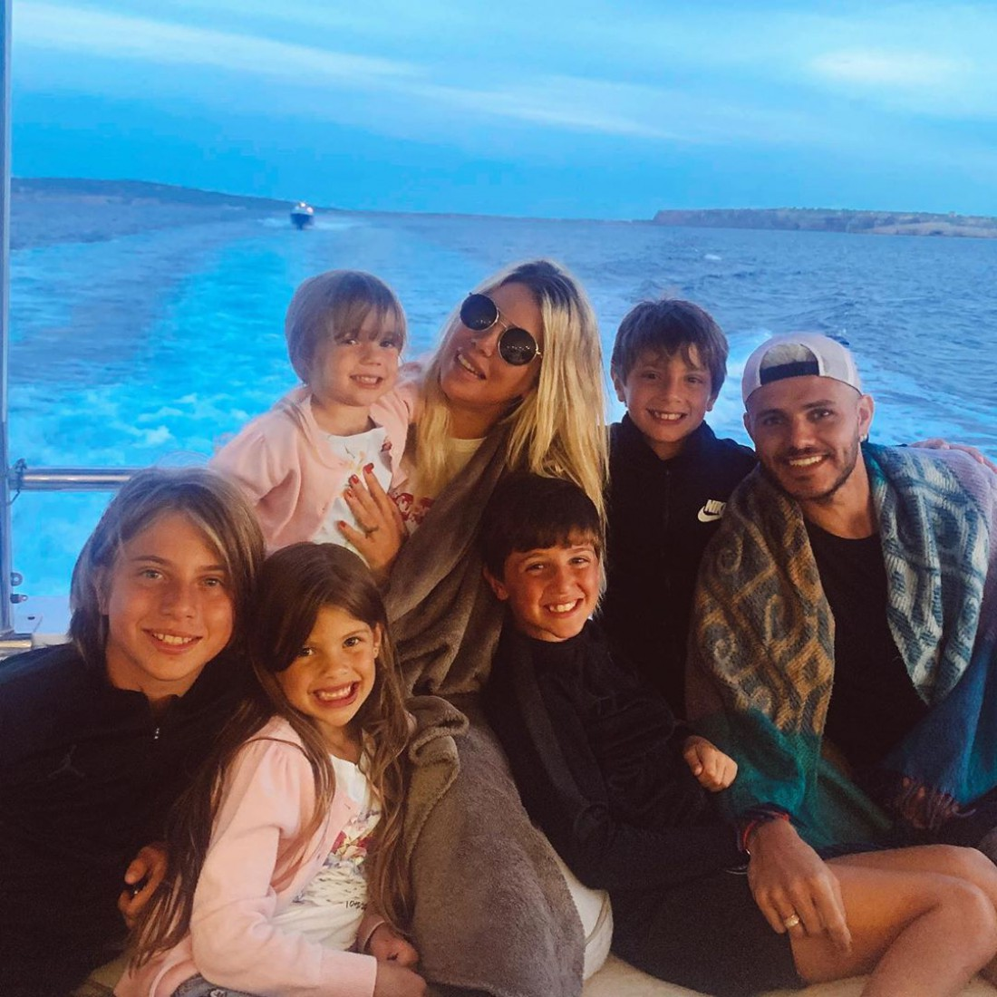 Мауро Икарди и Ванда Нара с детьми
