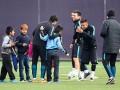 Дети проникли на базу Барселоны и поучаствовали в тренировке Месси и команды