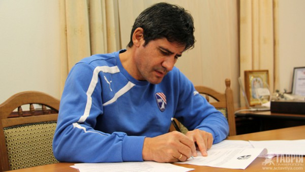 Николай Костов подписал контракт с Таврией