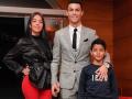 Роналду поздравил с Рождеством милым семейным фото