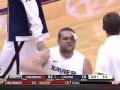 В нокауте. Американский баскетболист пропустил удар в голову в массовой драке