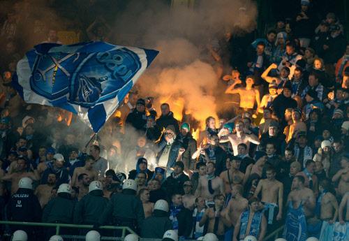 Фанаты Зенита напали на болельщиков Аустрии во время матча, 11.12.2013
