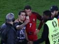 Роналду сделал сэлфи с болельщиком, который выбежал на поле в конце матча