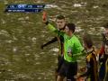 В Румынии футболист отказался уходить с поля после удаления