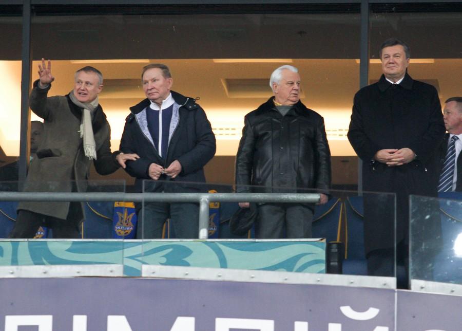 Янукович смотрел матч Украина - Франция в компании с Кучмой и Кравчуком