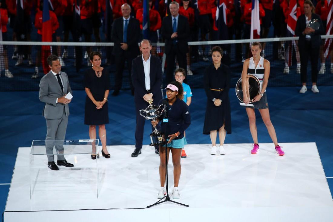 Наоми Осака во время торжественной церемонии