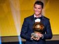 Успешный и счастливый: Как Роналду вместе с сыном Золотой мяч получал