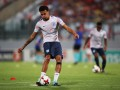 Игрок сборной Англии показал неприличный жест арбитру в матче со Словакией
