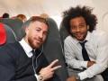 Игроки Реала вместе с легендами клуба вылетели в Кардифф