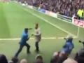 Фанаты английских клубов устроили драку прямо на поле