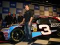Пилот NASCAR влетел в ограждение на скорости 321 км/час