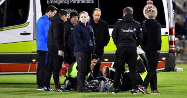 В Англии игрок три часа пролежал на газоне в ожидании помощи врачей