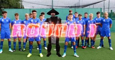 """Игроки английского клуба сразились в """"смертельной"""" фристайл битве"""