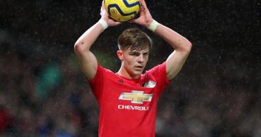Юный защитник Манчестер Юнайтед подарил отцу роскошный Mercedes