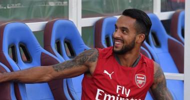 Игрок Арсенала усадил себе на шею здоровенного питона