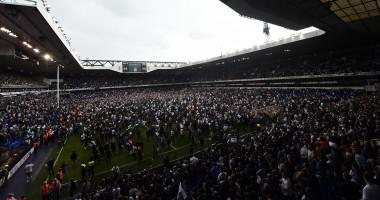 Болельщики Тоттенхэма попрощались с домашним стадионом массовым забегом на поле