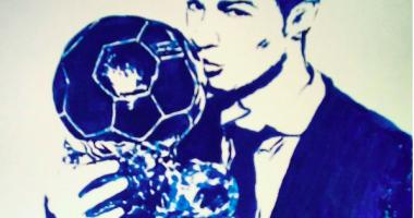 Художница нарисовала грудью Криштиану Роналду с Золотым мячом