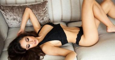 Красотка пятницы: Сексуальная телеведущая клубного канала Челси