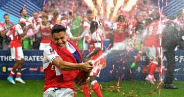 Санчес с шампанским и Венгер с кубком: яркие фото финала Кубка Англии