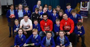 Крутое рождественское видео, в котором звезды Ливерпуля развлекают детей