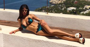 Красотка пятницы: роскошная модель, которая проводит отпуск с Куртуа