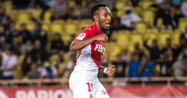 Футболист Монако дисквалифицирован на полгода за толчок судьи