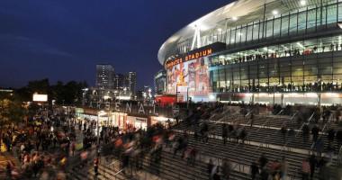 Фанат Арсенала сделал предложение возлюбленной в раздевалке стадиона Эмирейтс