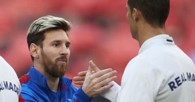 Неуклюжая встреча: Как Роналду и Месси поздоровались перед матчем