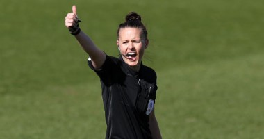 День в истории: женщина обслужила матч мужских команд в Англии