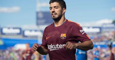 Суарес провел экскурсию для детей из Уругвая по стадиону Барселоны