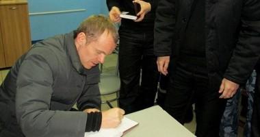 Футболист Зенита раздал автографы зекам