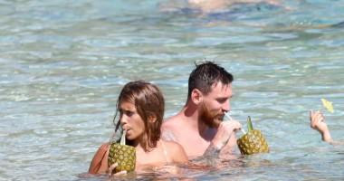 Месси развлекся со своей сексуальной женой во время медового месяца