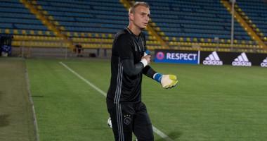 Ростов потроллил трансфер голкипера Аякса в Барселону