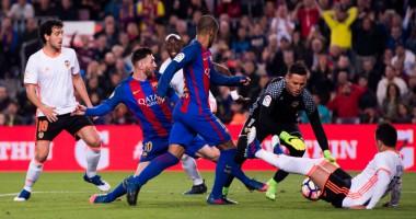 """Вратарь Валенсии """"дал пять"""" Месси и Неймару за гол в свои ворота"""
