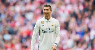 В аэропорту имени Криштиану Роналду вывесили знак с изображением футболиста