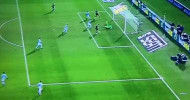 Показал уровень: Роналду попал в штангу, пробивая с трех метров в пустые ворота