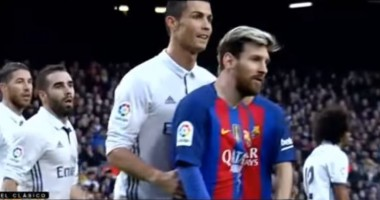 Роналду и Месси во время матча Барса - Реал вели себя как пара друзей