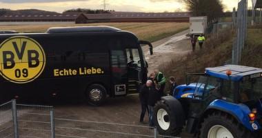 Из грязи на футбол: Крестьянин на тракторе вытащил автобус Боруссии из болота