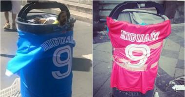 В Неаполе появились мусорные урны, посвященные Игуаину