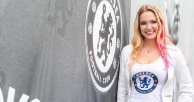 Сексуальная блондинка возбудила своей дерзкостью английских фанатов