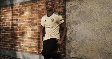 Манчестер Юнайтед презентовал новую форму с оригинальной текстурой