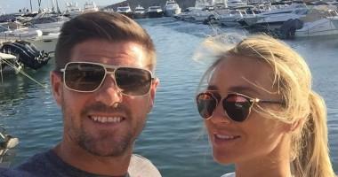 Все еще в форме: легенда Ливерпуля отдохнул со своей женой на Ибице