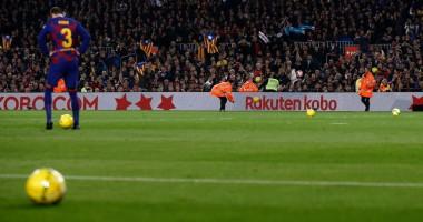 Матч Барселона - Реал был остановлен из-за протестов болельщиков