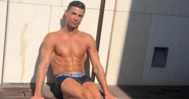 Роналду показал свою мускулистую спину, которая вызовет зависть у всех его хейтеров