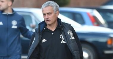 Моуринью провел тренировку Манчестер Юнайтед на парковке в Ливерпуле