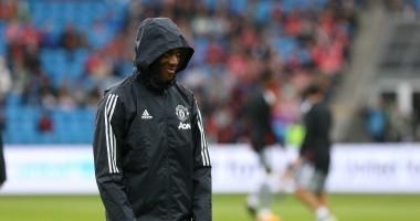 Игрок Манчестер Юнайтед заставил соперника упасть к его ногам