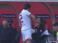 Защитник немецкого клуба поразил водными процедурами перед выходом на поле