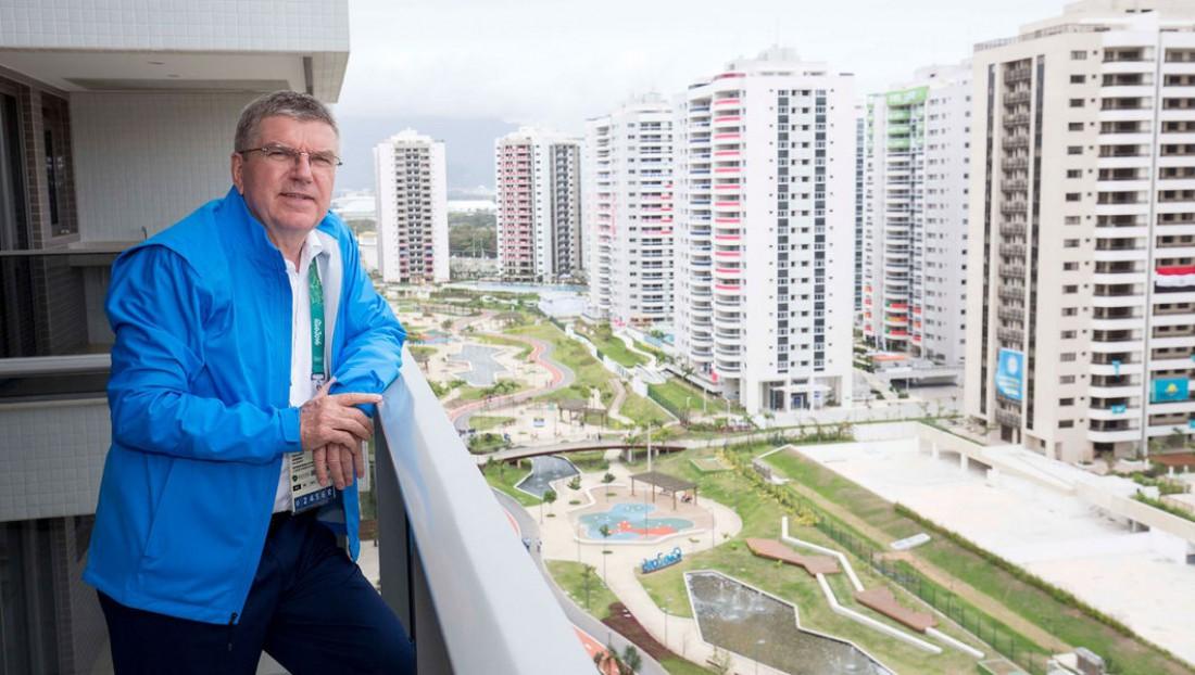 Томас Бах на балконе