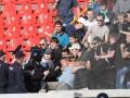 Российские полицейские избили безногого фаната на трибуне