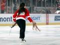 Фанату Детройта запретят вход на матчи за то, что он бросил осьминогов на лед